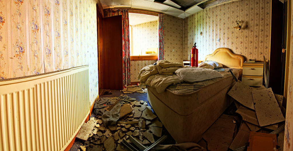 2013.06.08 - Abandoned Hotel in Wroxham - Bedroom