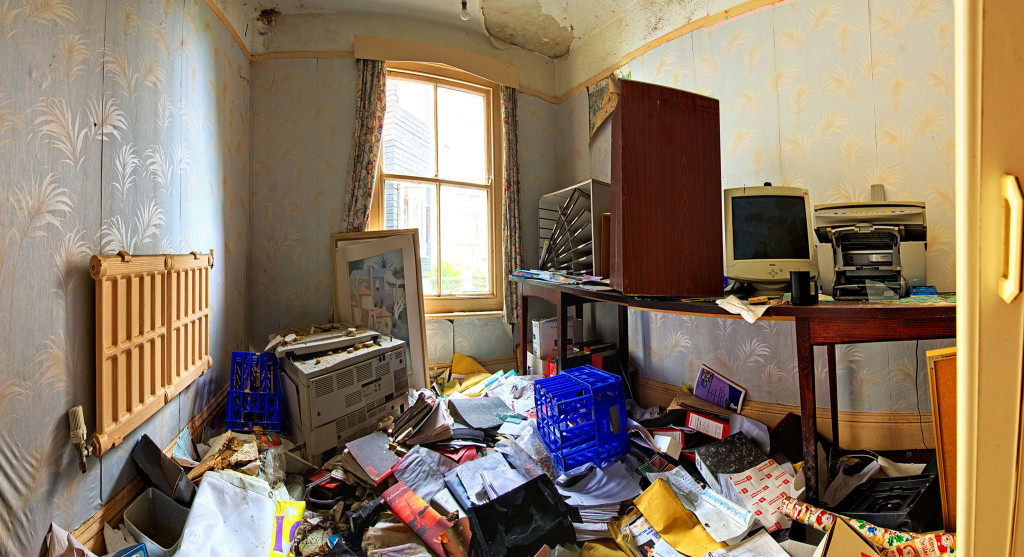 2013.06.08 - Abandoned Hotel in Wroxham - Office1