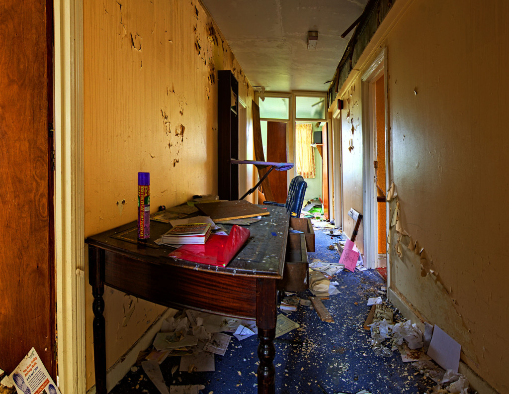 2013.06.08 - Abandoned Hotel in Wroxham - Office2