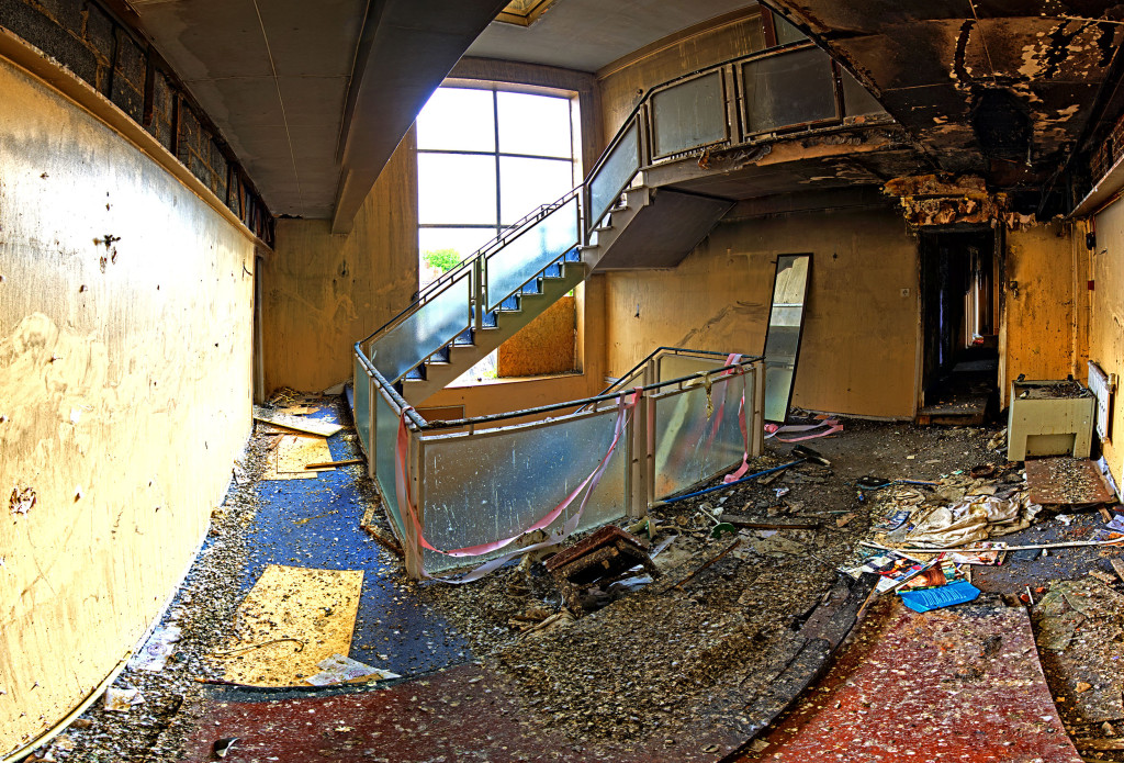 2013.06.08 - Abandoned Hotel in Wroxham - Staircase