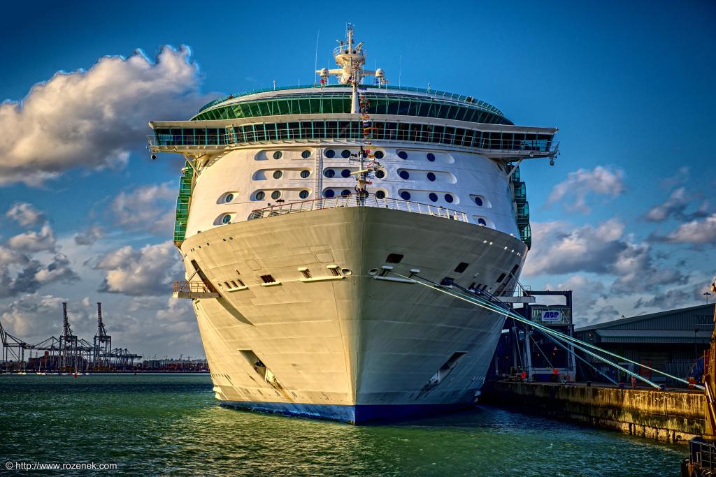 2014.11.01 - Mayflower Park in Southampton - Cruise Ship - HDR-03